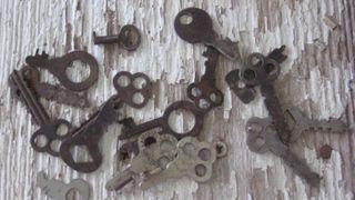 Keys. Grungy, dirthy, rusty....keys.