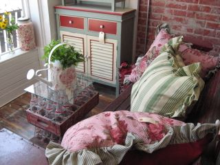 *sigh* Red, Pink, and Seafoam Green....what a fun, fliry, fifties twist.