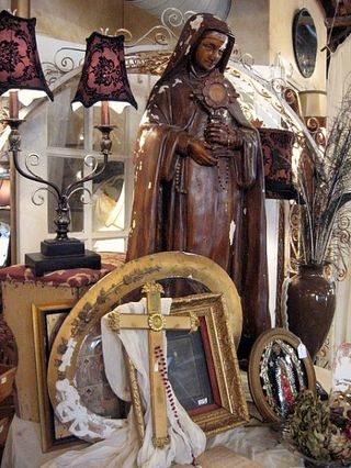 religious display, love the lamp