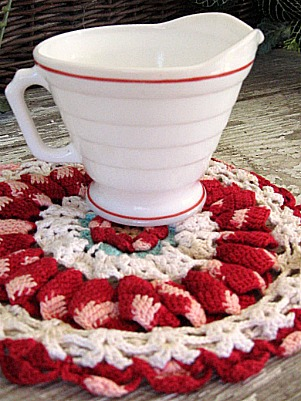 Doily and creamer